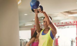 KettleBell.Swing_arab_woman_platform